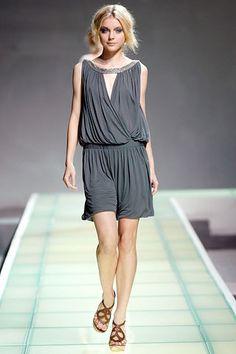 Alberta Ferretti Spring 2008 Ready-to-Wear Fashion Show - Jessica Stam
