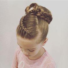 easy hairstyles videos Half Up Ballet Hairstyles, Cute Girls Hairstyles, Flower Girl Hairstyles, Braided Hairstyles, Hairstyles Videos, Little Girl Haircuts, Little Girl Braids, Girls Braids, Competition Hair