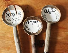 Hand painted wooden owl spoons by Hazel Terry, a Scottish artist. How freaking adorable!
