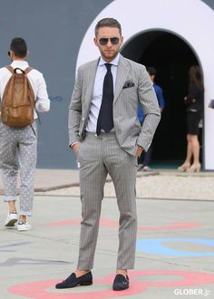Lighgray pinstripe suit - great combo midnightblue tie and monk strap shoes