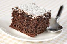 Csokis, kókuszos kevert süti: a kefirtől lesz pillekönnyű a tészta - Recept | Femina Kefir, Cupcakes, Food, Drink, Cupcake Cakes, Beverage, Essen, Meals, Yemek