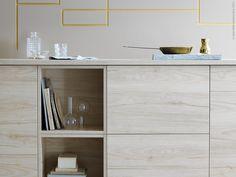 Vacker ask struktur i nya köket ASKERUD, här i kombination med EKBACKEN bänkskiva och TUTEMO öppet skåp i ask.
