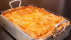 The tradition of the Tourtière is still alive in Quebec, especially in the Saguenay-Lac St-Jean-Charlevoix region. One way to make it is to prepare meat with potatoes and cover with pastry before baking over low heat. Epicure Recipes, Pork Recipes, La Tourtiere, Beef Pies, Charlevoix, Meat Rubs, Clean Eating Chicken, European Cuisine, Christmas Cooking