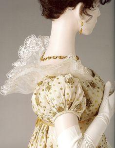https://i.pinimg.com/736x/a4/e7/12/a4e71200cdeee97342e8093f233364d3--court-dresses-regency-era.jpg