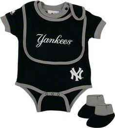 6abc92e3a4715 New York Yankees Baby Bib and Bootie Creeper Set