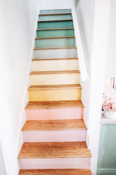 Escadas do arco-íris - Diy Projekte -Trair! Escadas do arco-íris - Diy Projekte - Staircase Makeover, My New Room, Home Design, Diy Design, My Dream Home, Diy Home Decor, Pastel Home Decor, Handmade Home Decor, Unique Home Decor