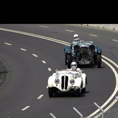 Classic Car Races - Porto, Portugal Classic Race Cars, Portugal Travel, I Want To Travel, Vintage Cars, Travel Tips, Racing, Culture, Spaces, History