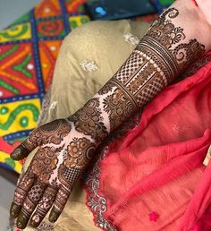 New and unique mehndi designs for the new age brides Wedding Henna Designs, Khafif Mehndi Design, Indian Henna Designs, Henna Hand Designs, Engagement Mehndi Designs, Latest Bridal Mehndi Designs, Full Hand Mehndi Designs, Mehndi Designs 2018, Stylish Mehndi Designs
