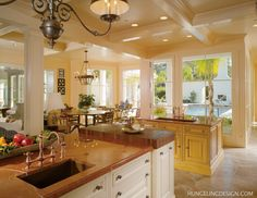 luxurykitchendesigner.com | Clive Christian Kitchen - New Orleans by Hungeling Design