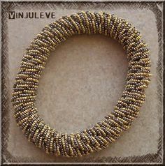 Sandnes bracelet by Vinjuleve after a pattern designed by Jellina-Creations - her tutorial  is at http://hoemaaktuhet.com/?url=Jellina-lusjes-armband