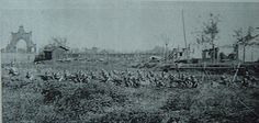 日军机关枪队向我军阵地猛烈扫射。