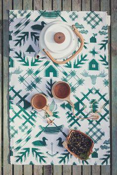 Saana ja Olli - Villi pohjola tea towel/table mat large | Villi pohjola -keittiöliina/tabletti, iso