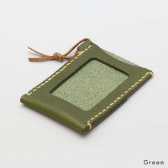 職人による手縫の麻糸のステッチが印象的なタンニンレザーを使った革製パスケースです。 Leather Projects, Id Holder, Leather Accessories, Leather Working, Shoulder Handbags, Card Case, Zip Around Wallet, Coin Purse, Purses