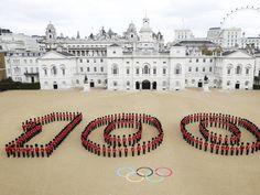 260 British guards posing
