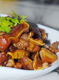 Stewed pig ear is famous dish for the Northeast. Northeasters often use it for meals.How to make the stewed pig ear. Many people like to eat the stewed pig ear.But it does n't seem easy to succeed. Let's take a look today. Pork Recipes, Asian Recipes, Filipino Recipes, Ethnic Recipes, Chinese Pig Ear Recipe, Chinese Pork, Pig Ears, Pinterest Recipes, Food Print