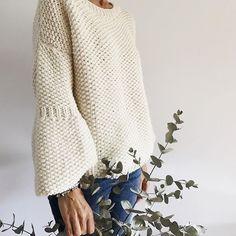 gorrolanaSchwarz Rot Langarm Strickpullover & Strickjacke – MODETALENTEThe Letters To Us — Yellow Chunky Hand Knitted Cosy Sleeveless Sweater. Knitting Paterns, Easy Knitting, Knitting Stitches, Knitting Yarn, Crochet Patterns, Crochet Cardigan, Knit Crochet, Knit Fashion, Crochet Clothes