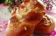 Tsourekia | Dina Nikolaou Greek Sweets, Greek Desserts, Greek Recipes, Easter Recipes, Holiday Recipes, Easter Bun, Cooking Classes, Party Cakes, Bagel