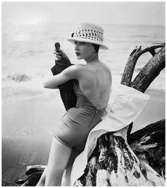 jessica-taft-trinidad-1957-louise-dahl-wolfe-archive.jpg 994×1,117 ピクセル