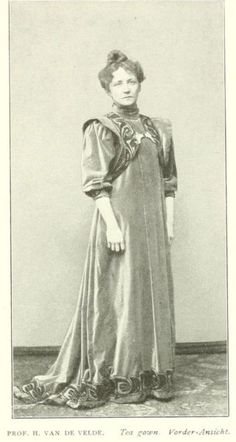 Tea gown, Henry van de Velde *this looks like an Asthetic Reform dress* 1890s Fashion, Edwardian Fashion, Vintage Fashion, Vintage Style, Historical Costume, Historical Clothing, Art Nouveau, Tea Gown, Gibson Girl