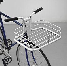 Buy the original Danish integrated handlebar bike basket the Bike Porter by Copenhagen Parts. Motorised Bike, Best Mountain Bikes, Mountain Biking, Urban Bike, Cargo Bike, Bicycle Maintenance, Cool Bike Accessories, Bike Seat, Fixed Gear