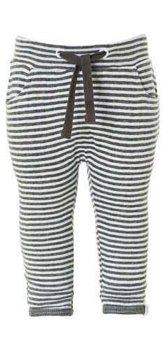 Jogginghose Pip    Unisex Jerseyhose Pip mit Streifenmuster. Dünn gefütterte Hose mit umgeschlagenen Beinsäumen und zwei Eingrifftaschen. Der elastische Gummibund erleichtert das An- und Ausziehen.    Material: 100% Baumwolle...