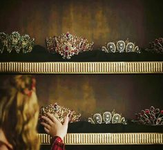 Cersei admiring Targaryen Queens' crowns when she became queen of Westeros