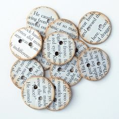 12 Amazing Book Crafts to Try | Mabey She Made It Bottoni ricoperti con pagine libro.
