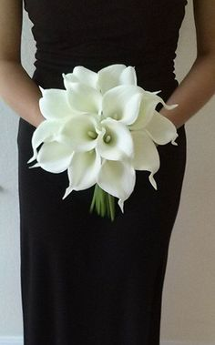 This is SO classy! | White Calla Lily Bridal Bouquet - https://www.floralwedding.site/this-is-so-classy-white-calla-lily-bridal-bouquet/
