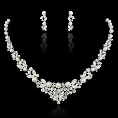 Pretty pearl and diamond necklace
