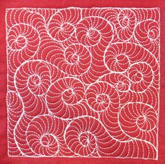 Click the link to watch a video and learn how to quilt this design on your quilts!   freemotionquilting.blogspot.com/2009/09/day-32-fossil-sna...