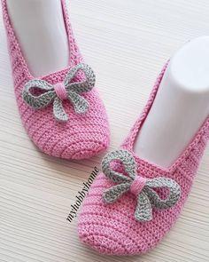 Image gallery – Page 562598178445608054 – Artofit Easy Crochet Slippers, Crochet Baby Boots, Love Crochet, Crochet Clothes, Chevron Crochet Patterns, Crochet Slipper Pattern, Crochet Designs, Granny Square Häkelanleitung, Crochet Ripple
