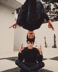 This is how we meditate @lucas_dobre