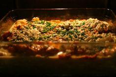 Kotikokista löydät ohjeet siihen, miten broilerisuikaleet riisipedillä valmistetaan. Reseptiä katsottu 76070 kertaa. Katso tämä ja sadat muut reseptit sivuiltamme! Meatloaf, Fried Rice, Grains, Ethnic Recipes, Food, Kite, Red Peppers, Essen, Meals
