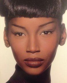 Runway Makeup, Beauty Makeup, Hair Makeup, Black Girl Makeup, Girls Makeup, Makeup Inspo, Makeup Inspiration, 90s Makeup Look, Black Supermodels