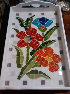 Bandeja Mosaic Tray, Mosaic Glass, Mosaic Tiles, Mosaic Art Projects, Mosaic Crafts, Mosaic Stepping Stones, Mosaic Portrait, Mosaic Artwork, Mosaic Flowers