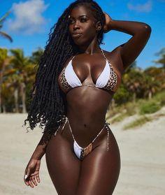 Black Is Beautiful, Beautiful Dark Skinned Women, Beautiful People, Black Girls Power, Fit Black Women, Girl Power, Bikini Sexy, Bikini Girls, Dark Skin Girls