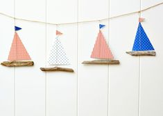 How to make a driftwood boat garland - Zirkus Basteln Sea Crafts, Diy And Crafts, Crafts For Kids, Paper Crafts, Driftwood Projects, Driftwood Art, Mobil Origami, Creation Deco, Kids Wood