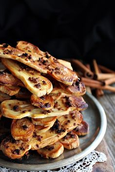 Illéskrisz Konyhája: FAHÉJAS ROPOGÓS LAPOK Baking Recipes, Cake Recipes, Hungarian Recipes, Hungarian Food, Eat Pray Love, Christmas Snacks, Biscuit Recipe, Cookie Bars, Biscuits