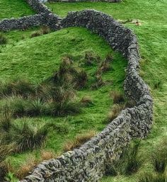 How to build a dry stone wall that will last for centuries.
