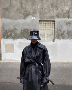 matte black outfit summer goth sustainable streetwear street style fashion outfit looks urban bucket hat Mode Outfits, Winter Outfits, Summer Outfits, Fashion Outfits, Womens Fashion, Fashion Weeks, Modest Fashion, Trendy Outfits, Look Fashion