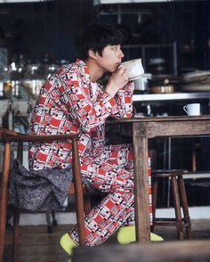 春焼辰的相册-坂口健太郎 Fashion Flats, Boy Fashion, Tokyo Winter, Kentaro Sakaguchi, Asian Male Model, Male Poses, Japanese Street Fashion, Husband Love, Asian Men