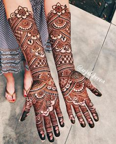 Mehndi is something that every girl want. Arabic mehndi design is another beautiful mehndi design. We will show Arabic Mehndi Designs.The trend of groom mehndi is taken from India. You people found unique,easy and beautiful Groom Mehndi Sim Henna Hand Designs, Dulhan Mehndi Designs, Mehndi Designs Finger, Wedding Henna Designs, Engagement Mehndi Designs, Latest Bridal Mehndi Designs, Legs Mehndi Design, Full Hand Mehndi Designs, Mehndi Designs For Girls