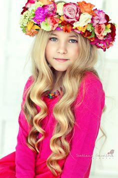 . Beautiful Little Girls, Beautiful Children, Simply Beautiful, Beautiful Flowers, Corona Floral, Little Fashionista, Belleza Natural, Floral Crown, Child Models