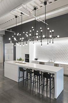 Modern Kitchen Interior Remodeling 10 Kitchen Backsplash Ideas to Consider ASAP Modern Kitchen Lighting, Modern Kitchen Design, Interior Design Kitchen, Modern Interior Design, Kitchen Industrial, Industrial Style, Industrial Lighting, Modern Interiors, Luxury Interior