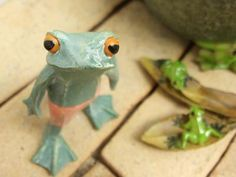 ご愛嬌タップリ!おとぼけな蛙マスコット♪【かえる仁王立ち】