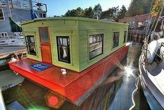 Seattle's Cozy Houseboat Living   #sunputty Sun Putty 100% natural skin-loving sunscreen  www.sunputty.com  www.sunputty.com/sunputty_online_store/index.php