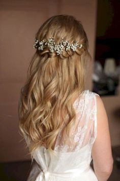 Perfect Half Up Half Down Wedding Hairstyles Trends no 159