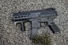 SIG_SAUER_SIG_MPX_Machine_Pistol_Submachine_Gun_SBR_Carbine_Multi-Caliber_PDW_Personal_Defense_Weapon_NDIA_SOFIC_2014_David_Crane_DefenseReview.com_DR_1.jpg (2000×1333)