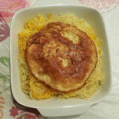 Sweet noodles with fried eggs (Kuwaiti dish)