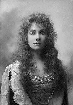 Elsie Leslie, by Otto Sarony (1850–1903). Early 20th century http://broadway.cas.sc.edu/content/elsie-leslie-0
